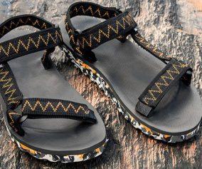 Papetes e sandálias de aventura